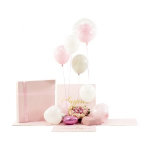 Gifts Collective Signature Surprise Box – Pink. Love is in the Air. A gifting experience like no other. When the box is opened, balloons will float in the air and flow surrounding the gift that is hidden inside, creating memorable moments for many years to come. Give your loved ones a magical gift experience they won't forget! Surprise them with this gift box that opens to celebratory balloons floating in the air and flowing surrounding the gift when the box is opened.
